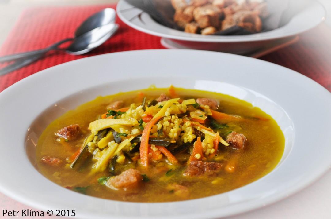Falešní rybí polévka s mořskou řasou a jáhlami