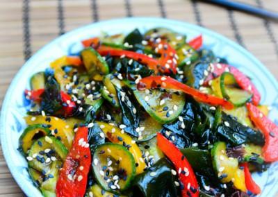 Japonský okurkový salát  s mořskou řasou