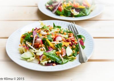 Míchaný salát s máčenou červenou čočkou