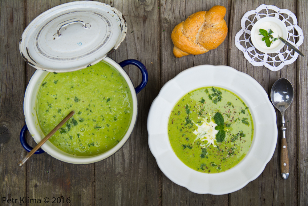 Hrášková polévka s čerstvou mátou