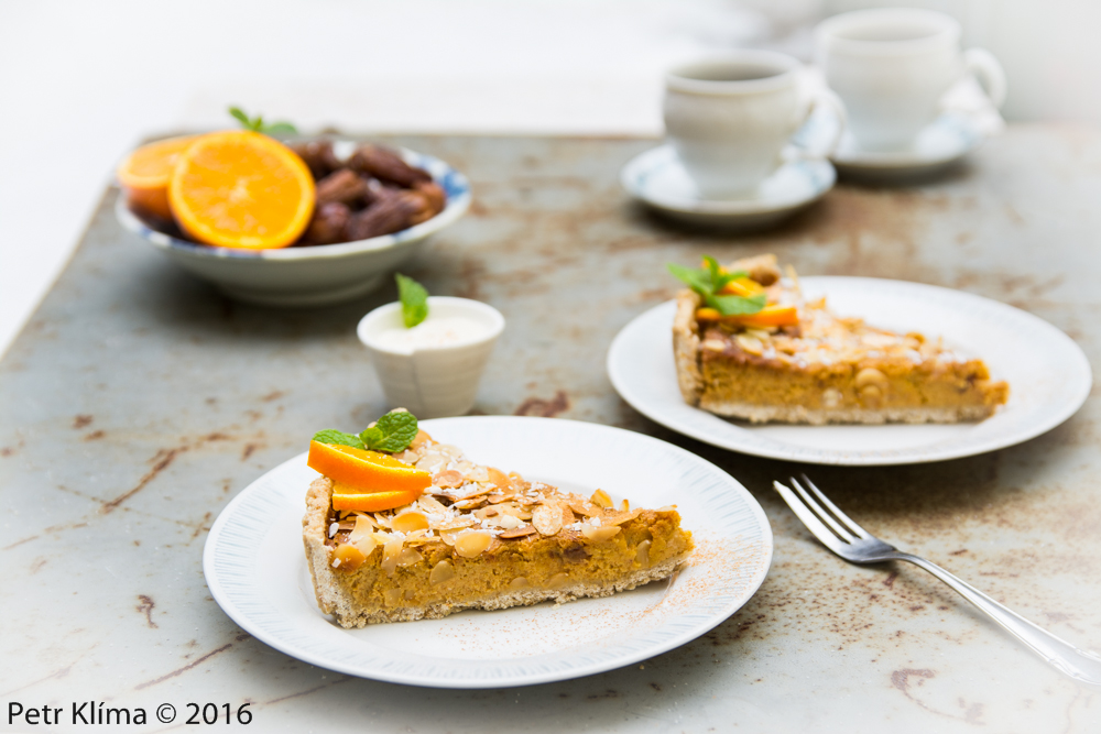 Datlovo- kokosový koláč s pomerančem a mandlemi