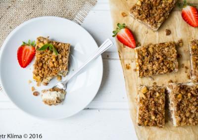 Tofu řezy s rozinkami a ořechy