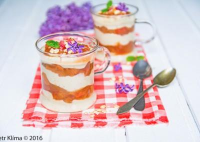 Vanilkový pudink s rebarborou a vločkami