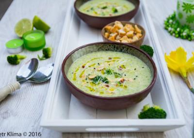Mandlová brokolicová polévka