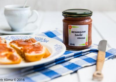 Rebarborová marmeláda s banánem a jahodami