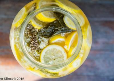 Osvěžující bezová limonáda s mátou