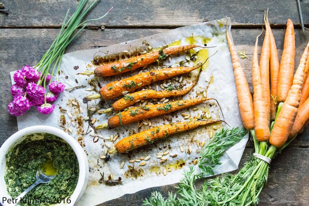 Pečené mladé mrkvičky s pestem