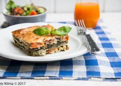 Špenátové lasagne s žampiony a rajčaty