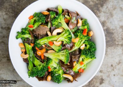 Brokolicový salát s jidášovým uchem a kešu