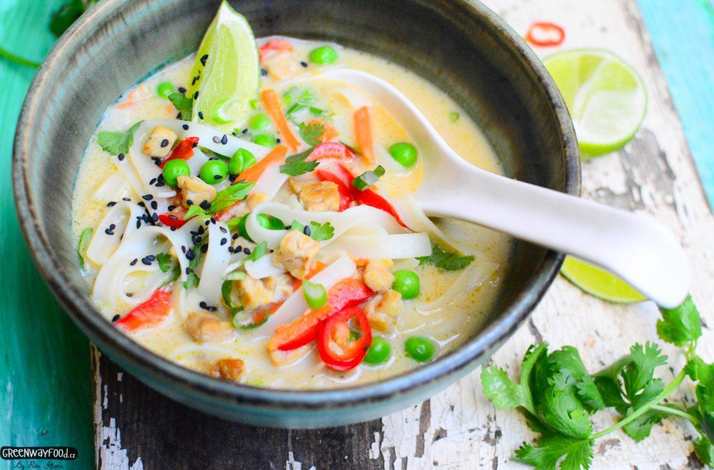 Thajská zeleninová polévka  s bílým tempehem