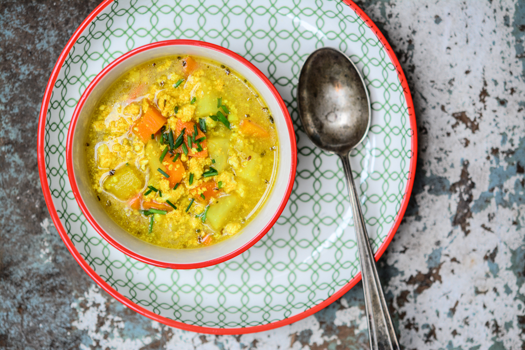 Kmínová polévka s kukuřičnou krupicí a tofu vejcem