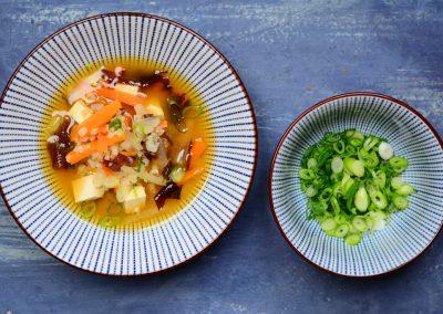 Zeleninová miso polévka s kulatozrnnou rýží