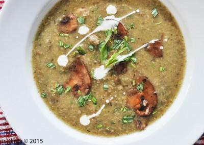 Žampionová polévka  s čerstvým estragonem