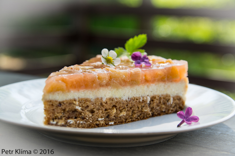 Svěží dortík s kokosovým krémem a rebarborou