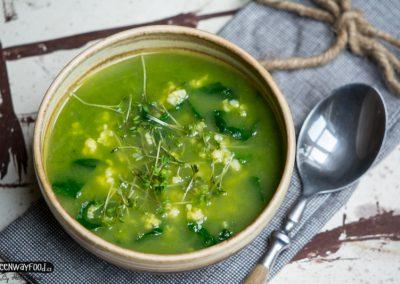 Špenátová polévka  s jáhlami a řeřichou
