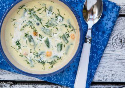 MLÉČNÁ polévka se zelenými fazolkami a koprem