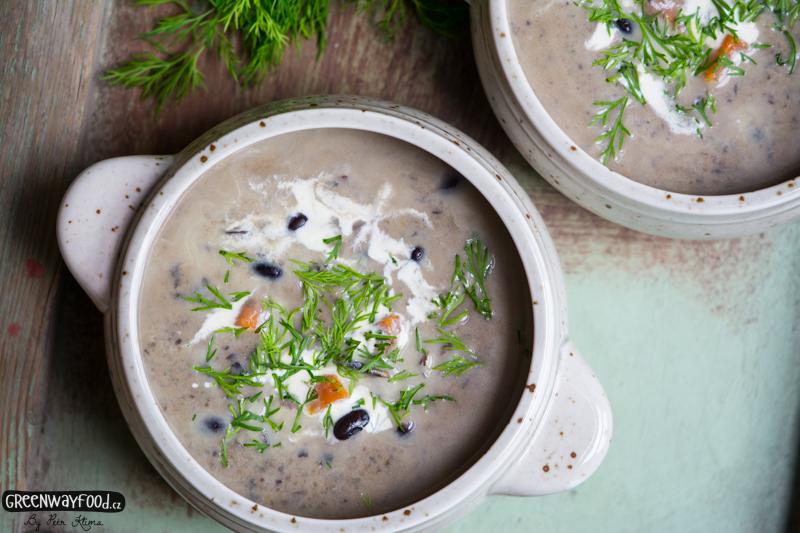CHALUPÁŘSKÁ polévka z černých fazolí s koprem
