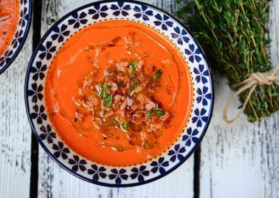 Rajčatová polévka s červenou rýží