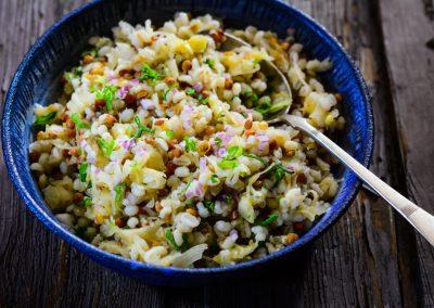 Kroupový salát s čočkou a kysaným zelím